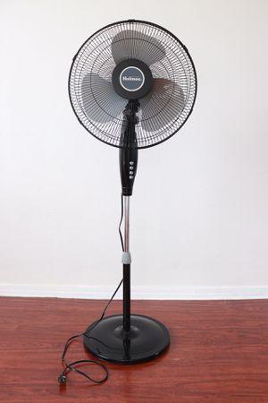 Holmes 3-Speed Oscillating Pedestal Fan for Sale in Los Angeles, CA