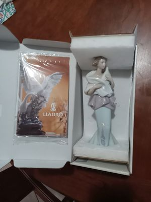 "LLADRO ""A NIGHT OUT"" figurine for Sale in Pembroke Park, FL"