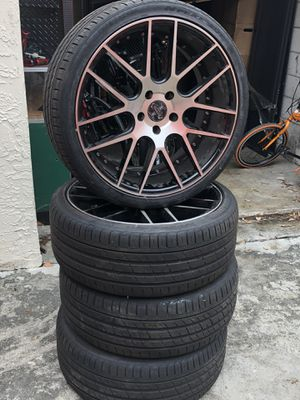 Rim with tires 245/35zr20 95y 5 logs for Sale in Fort Lauderdale, FL