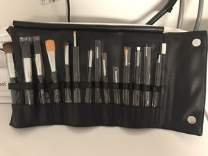 Crown Brush Deluxe 14 pc Makeup Brush Set With Travel Case BRAND NEW $40 for Sale in Daly City, CA