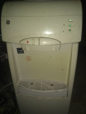 Hot/Cold water dispenser w/cooling department.... for Sale in Sanger, CA