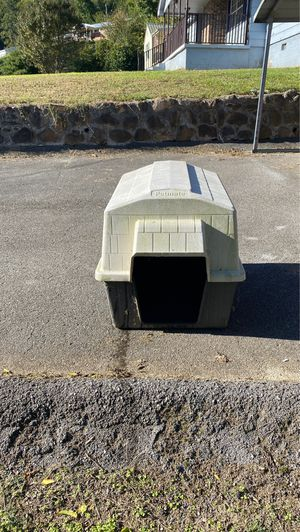 Great dog house. Needs gone ASAP! for Sale in Soddy-Daisy, TN