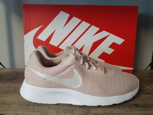 Nike Womens Tanjun Shoes Size 10 for Sale in Kernersville, NC