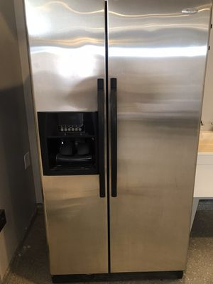 Whirlpool fridge 36' wide for Sale in Chicago, IL