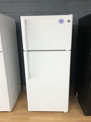 GE white top freezer refrigerator for Sale in Woodbridge, VA