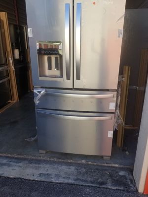 Refrigerator Whirlpool Stainless Steel 36' 4 door. New. Warranty for Sale in Miami Lakes, FL