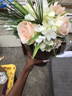Flower and vase for Sale in Zachary, LA