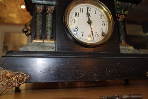 Antique 8 Day 1/2 Hour Strike Clock w/Key for Sale in Concord, CA