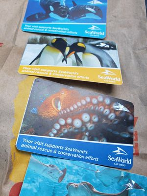 🐳 SEAWORLD 4 HARD TICKETS IVAILABLE 🐬 for Sale in San Diego, CA