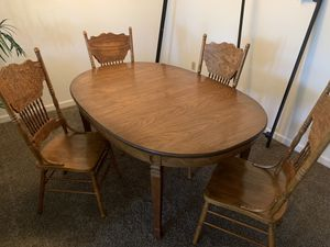 Dining room table with 4 chairs. Barely used table looking to downsize. for Sale in Columbus, OH