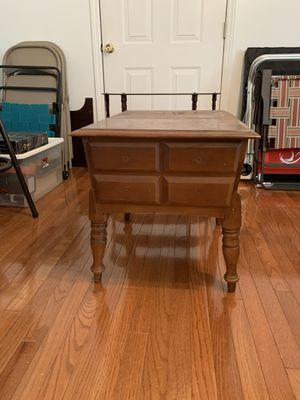 Nice end table good condition for Sale in Smyrna, TN
