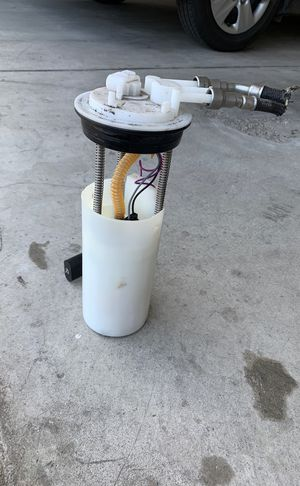 Fuel Pump 99 Yukon for Sale in Shaker Heights, OH