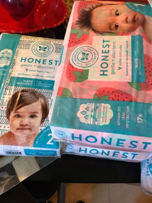 Honest brand pampers an wipes for Sale in Chicago, IL