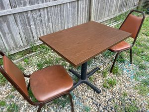 Small table and chairs for Sale in Columbus, OH