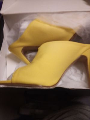 Yellow heels for Sale in Pittsburgh, PA