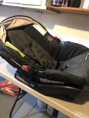 Car seat with base for Sale in Cincinnati, OH