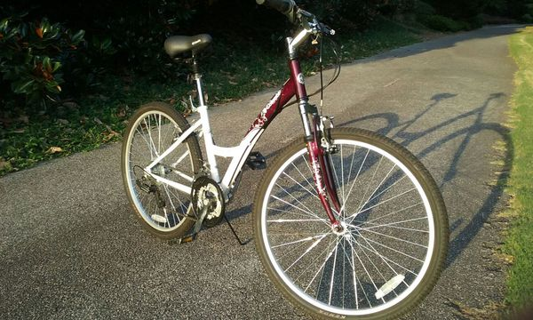 """Columbia Northway FE Step-through White 26"""" Bike-Like-New Condition!"""