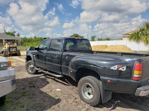 Chevy silverado 2005 for Sale in Lehigh Acres, FL