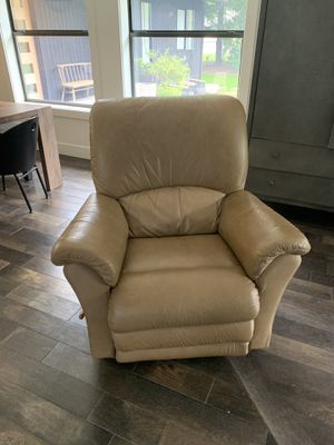 La z boy / lazy boy recliner leather for Sale in Battle Ground, WA