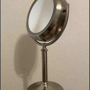 Makeup Mirror w Light for Sale in Elk Grove, CA