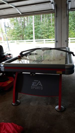 Air hockey table for Sale in Sanford, NC