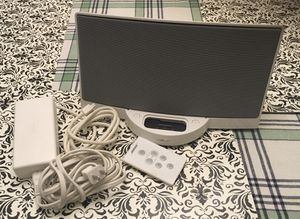 Bose Sounddock Digital Music System Speaker white W/ power cord and controller for Sale in Hoffman Estates, IL