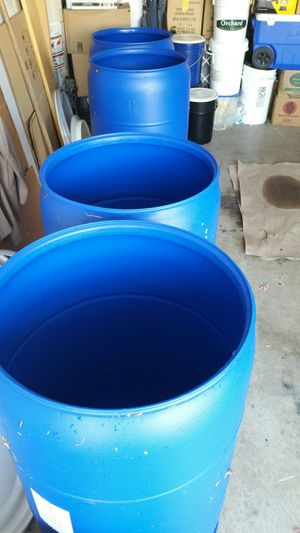 Open Lids and close 55 gallon plastic drums $25 each for Sale in Rosemead, CA