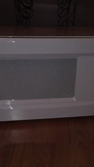 White microwave for Sale in Phoenix, AZ