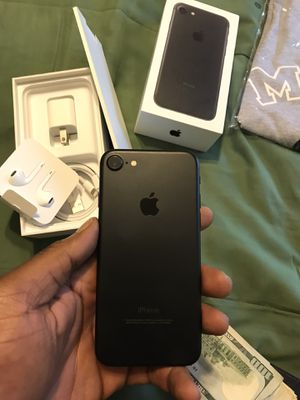 IPHONE 7 32GB FACTORY UNLOCKED for Sale in Tucker, GA