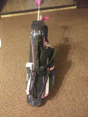 GIRLS GOLF BAG WITH CLUBS for Sale in Tampa, FL