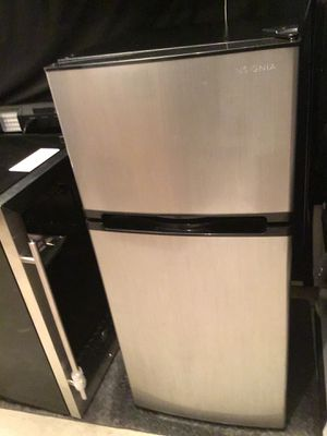 InsigniaTM - 4.3 Cu. Ft. Top-Freezer Mini Fridge - Stainless steel Listing : {contact info removed} for Sale in Grand Prairie, TX