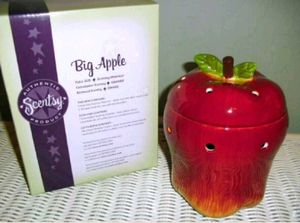 """""""Big Apple"""" full sized Scentsy warmer for Sale in Clinton Township, MI"""