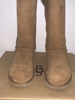 Bailey Bow Ugg (Tall) Size 6 for Sale in Durham,  NC