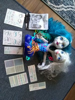 Two headed monster high doll for Sale in Germantown, MD