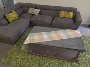 Sectional coffee table and rug for Sale in Lawrenceville, GA