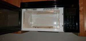 Black whirlpool microwave in like new conditions for Sale in Gambrills, MD
