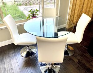 Glass and Chrome Breakfast Table Set for Sale in San Pablo, CA