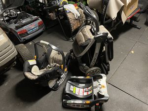 Chicco Bravo carrier, car seat, and stroller system for Sale in Powdersville, SC