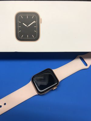 Apple Watch series 5 40mm rose gold for Sale in Winter Haven, FL