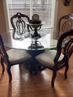 Round Table And 6 Chairs for Sale in Vancouver,  WA