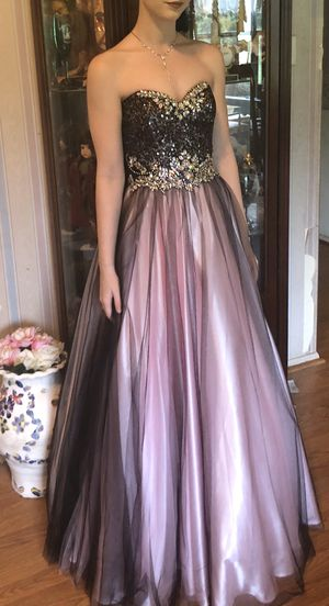 Formal Dress size 0-2 perfect for prom, quinseñera, or pageants. for Sale in Alvin, TX
