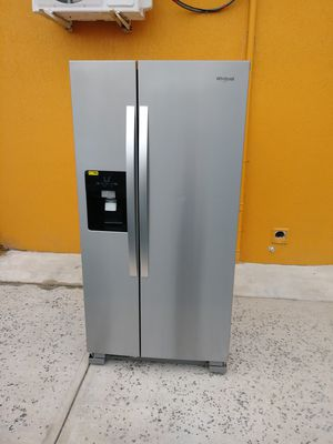 "Whirlpool Stainless Steel Side by Side Refrigerator 67H x 33W x 30 3/4""D for Sale in Orlando, FL"