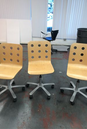 Three office chairs with hydraulics for Sale in Los Angeles, CA