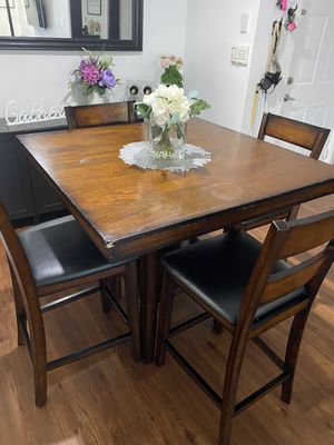 Dining Room Table and 4 Chairs for Sale in Miramar, FL