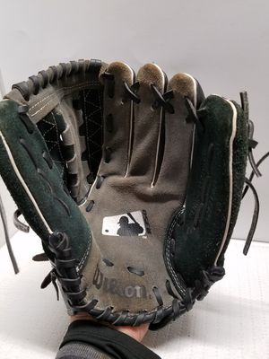 "Wilson 11.5"" baseball glove for Sale in Los Angeles, CA"