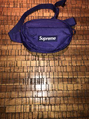 Supreme fw18 purple waist bag for Sale in Huntington Park, CA