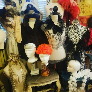 Buy, sell,learn and create with vintage, antiques, home decor and furniture for Sale in Las Vegas, NV