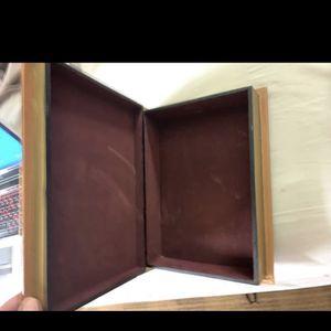 "VINTAGE STYLE ""ATLAS MAJOR"" STORAGE BOX for Sale in Riverview, FL"