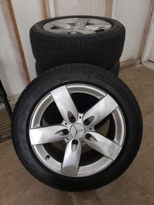 """Mercedes Benz 16"""" stock tires and rims for Sale in Oakland Park, FL"""
