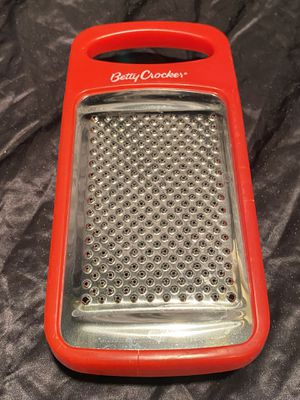 """Betty Crocker 7 """" Hand Held Grater With Storage Container for Sale in Bay Lake, FL"""